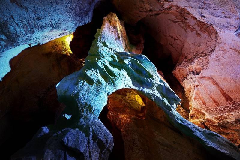 龍河洞-洞内-雲の架け橋